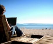 6 Aksesoris Laptop Ini Wajib Kamu Bawa Saat Traveling!