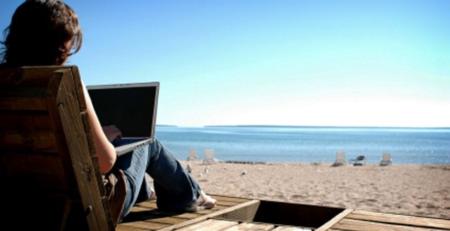 6 Aksesoris Laptop Ini Wajib Kamu Bawa Saat Traveling 1