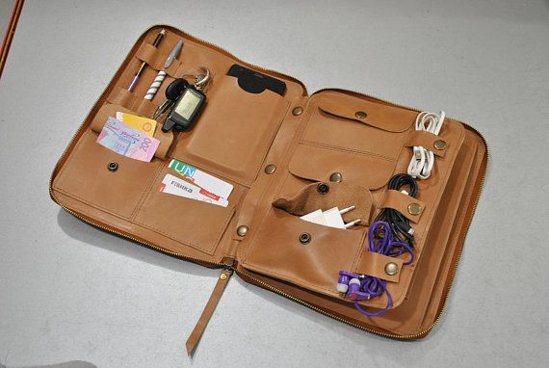 6 Aksesoris Laptop Ini Wajib Kamu Bawa Saat Traveling 6